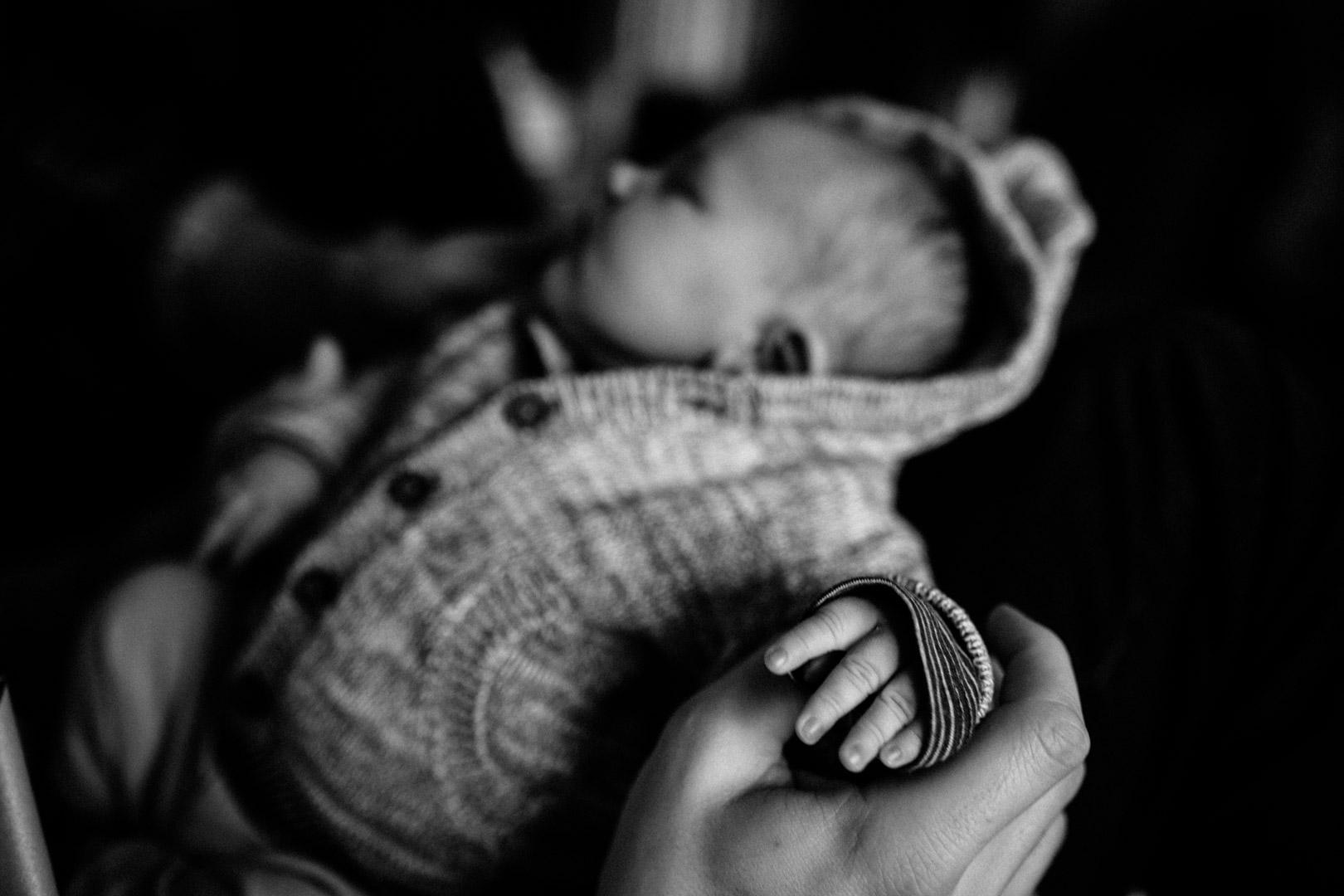 Neugeborenenfotos Berlin Familienreportage Berlin-Wedding: Hand eines Neugeborenen